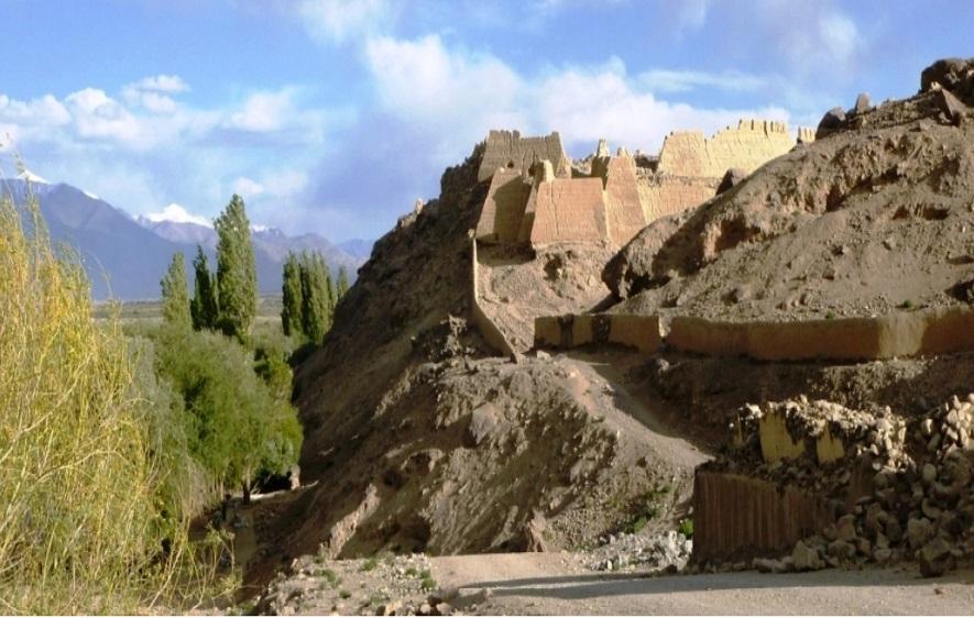 Tashkurghan-Fort-along-the-trade-route